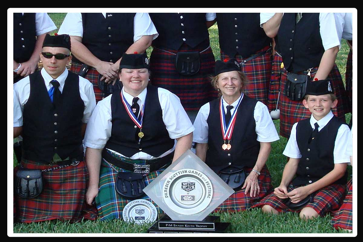 Award winning Rosie O'Gradys' Highlanders Bagpipe Band